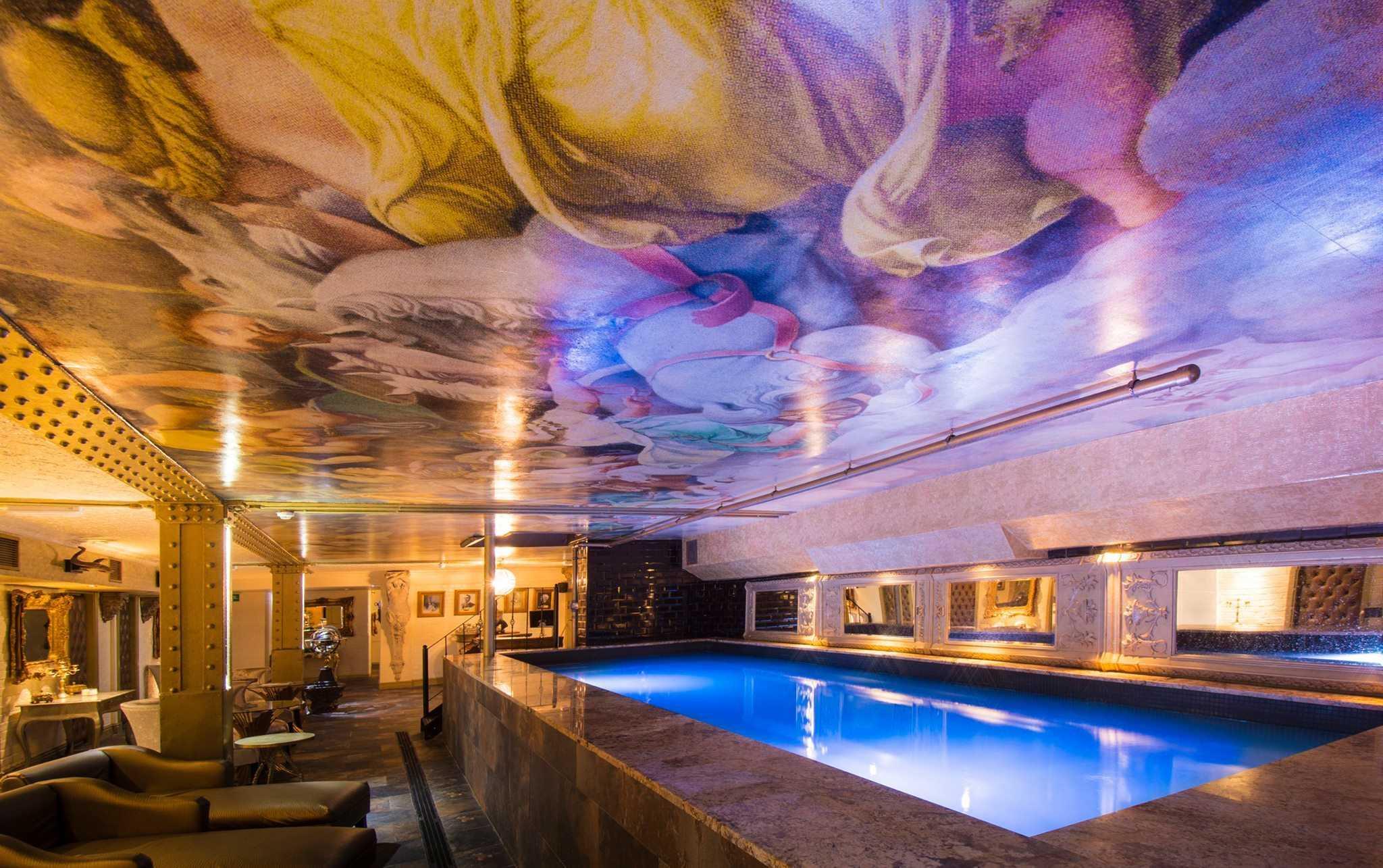 Morgan's Spa - Liverpool pool party hotel room