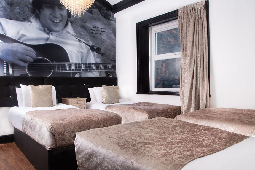 Iconic Bedroom party apartment - Signature Living Bold Street