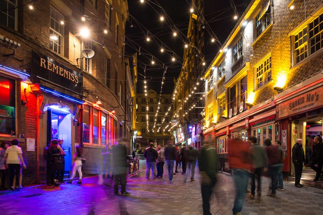 Stay and play in Liverpool-nightlife