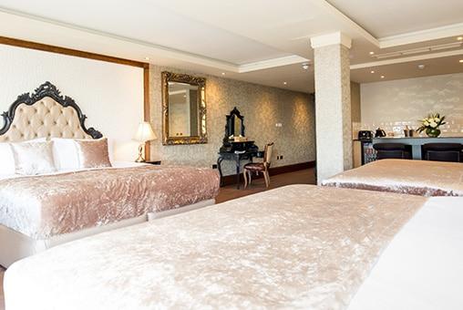 Black Russian suite - Prohibition floor at Signature Living