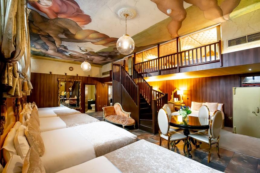Morgan's Vault - Liverpool pool party hotel room
