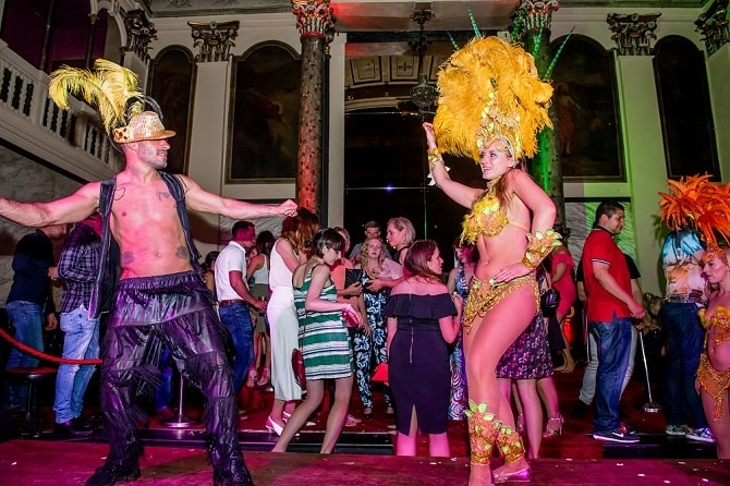 Alma de Cuba Samba dancers