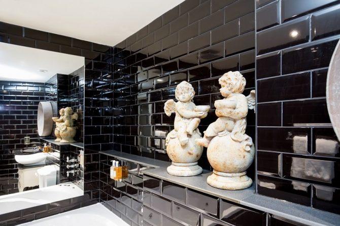 The Wonderland bathroom - Liverpool accommodation
