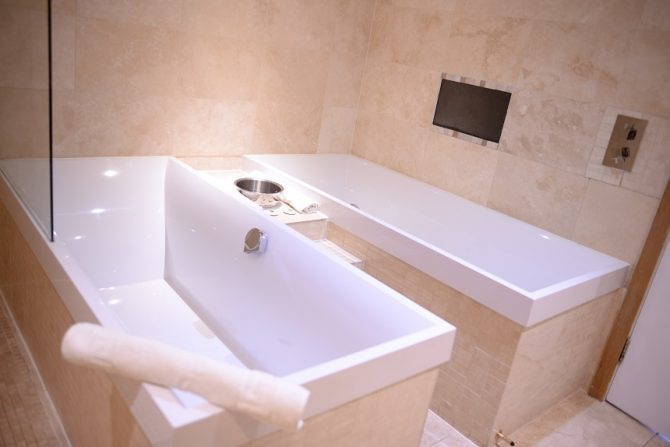 Hangover apartment bathrooms - Liverpool accommodation