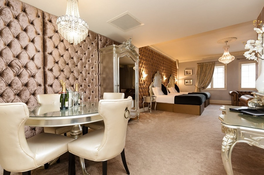 30 James Street hotel room